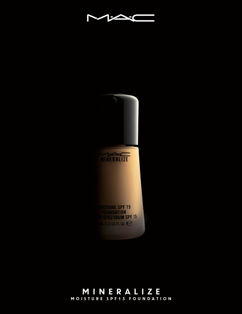 Mineralize Moisture SPF15 Foundation_Ambient_300