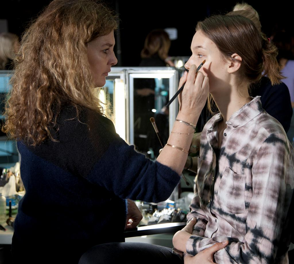 NARS AW13 Christopher Kane artist in action 1 - lo res