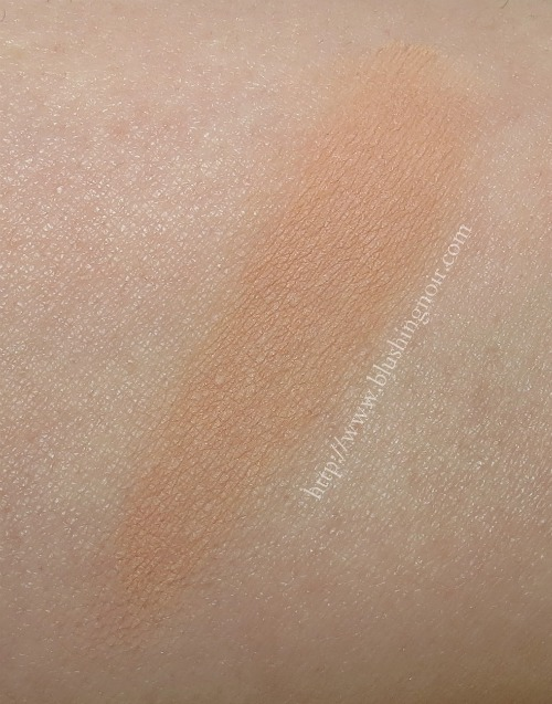 MAC NW20 Pro Longwear SPF20 Compact Foundation Swatches