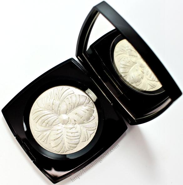 Chanel Camelia de Plumes Highlighting Powder review