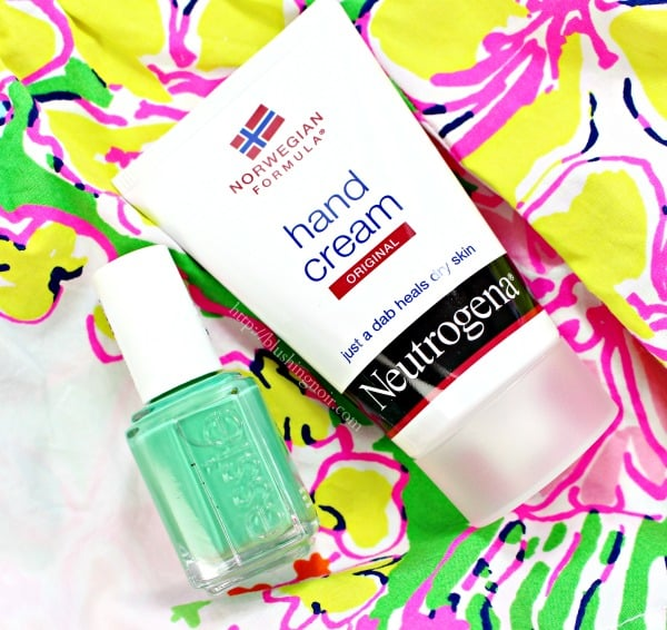 Maintaining the Mani // NEUTROGENA® Norwegian Formula Hand Cream #7DayManiStay
