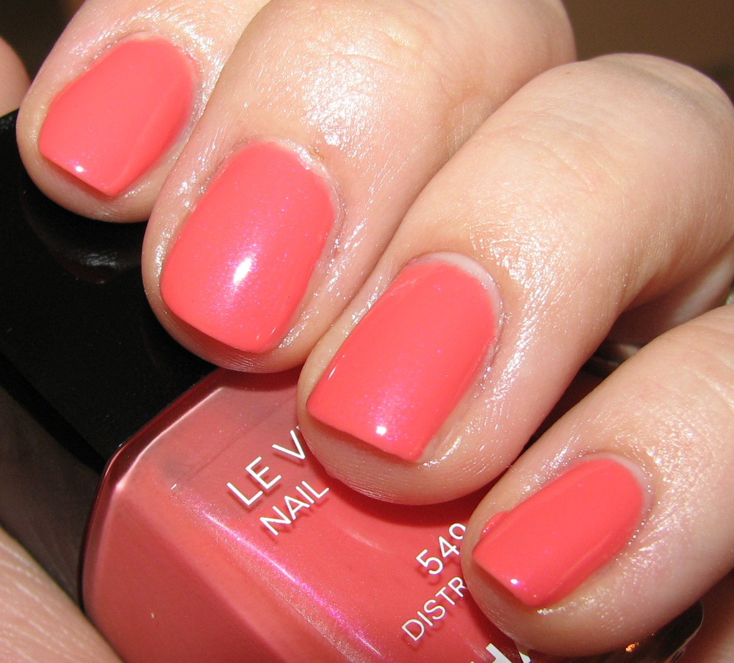 Chanel Distraction 549 Nail Polish Swatches And Review Roses Ultimes De Chanel Le Vernis
