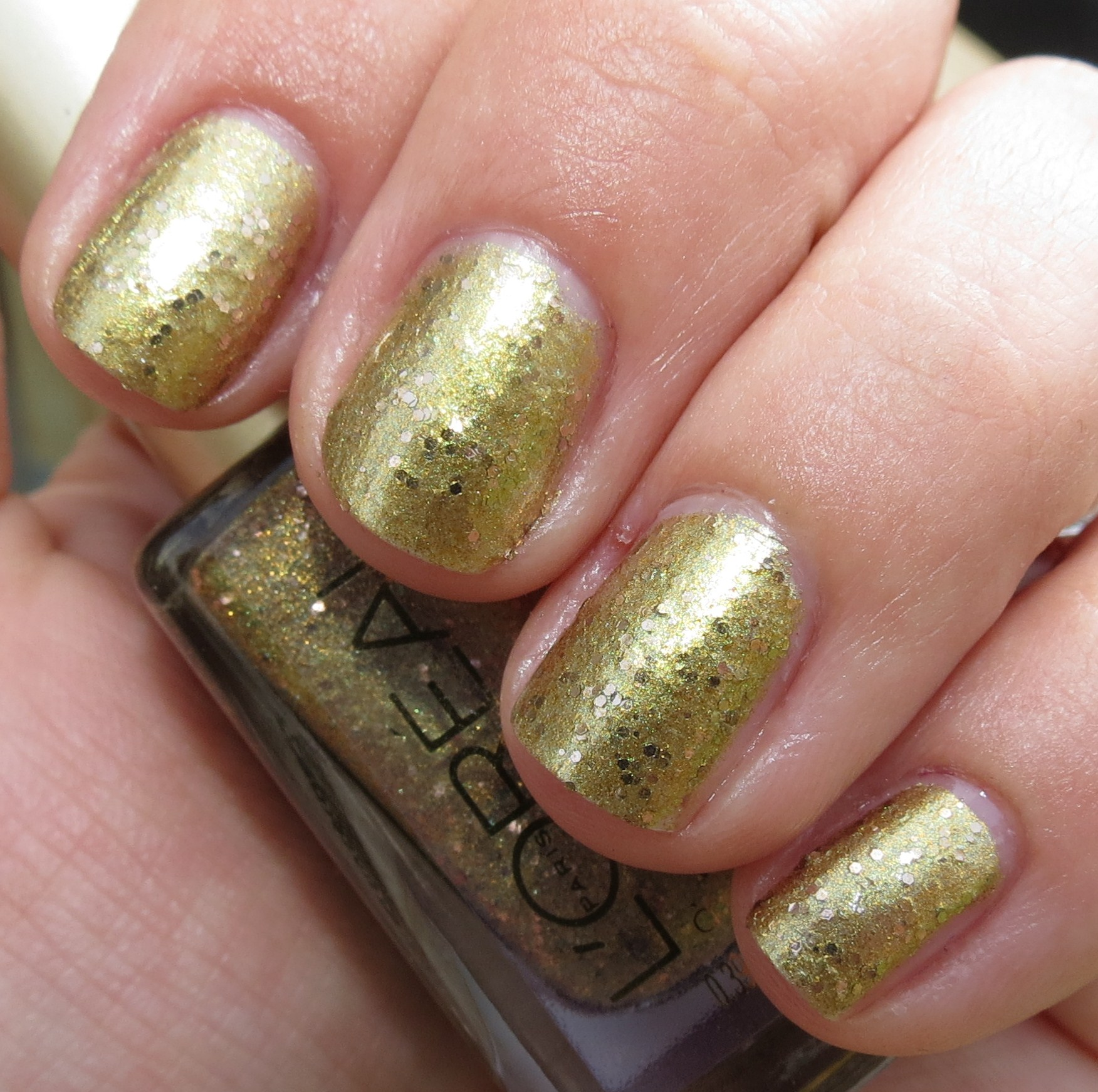 L\'Oreal GORGEOUS GOLD Nail Polish Swatches & Review - Summer 2012 ...