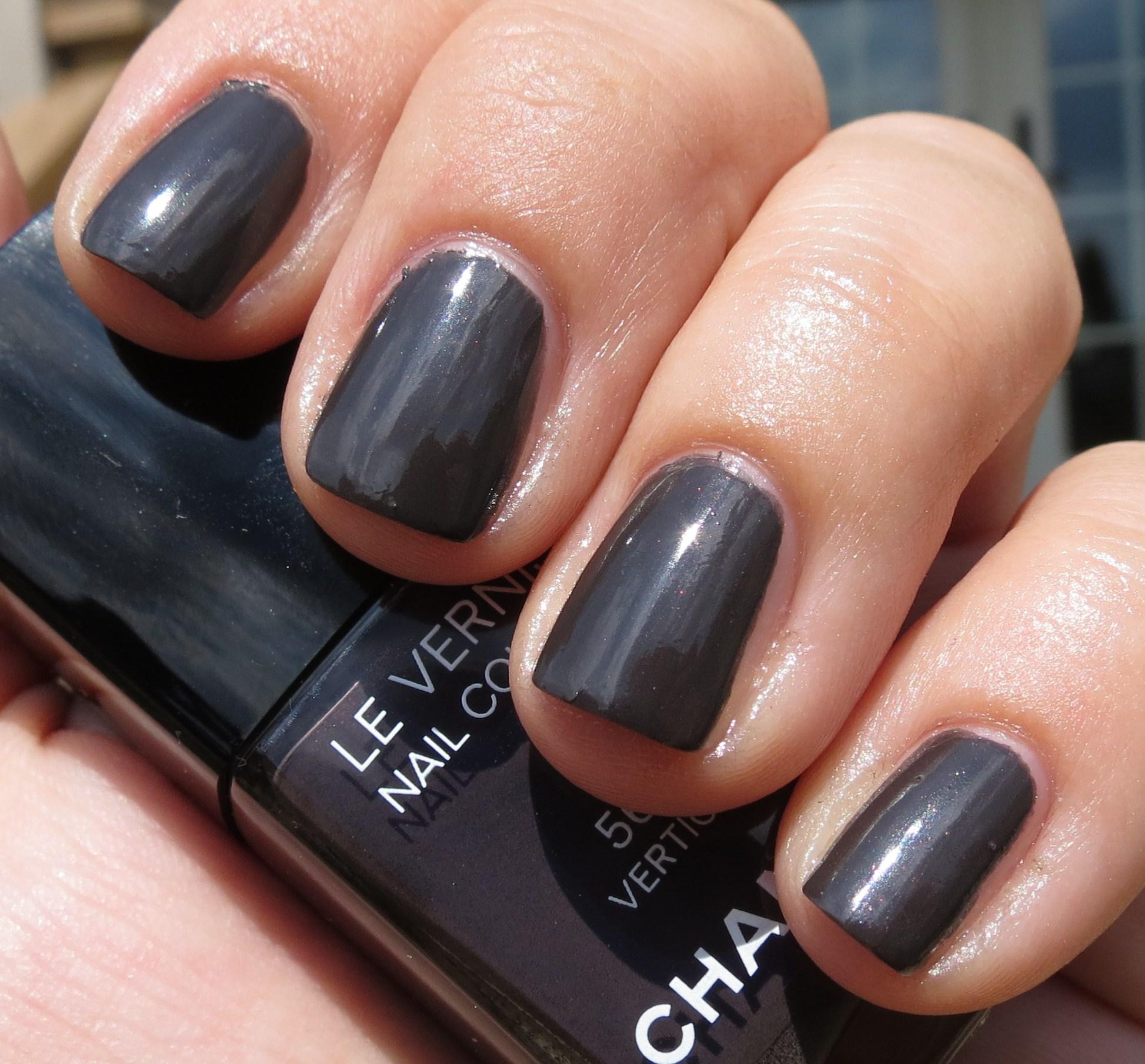 Vernis Nail: Chanel VERTIGO #563 Le Vernis Nail Colour Swatches