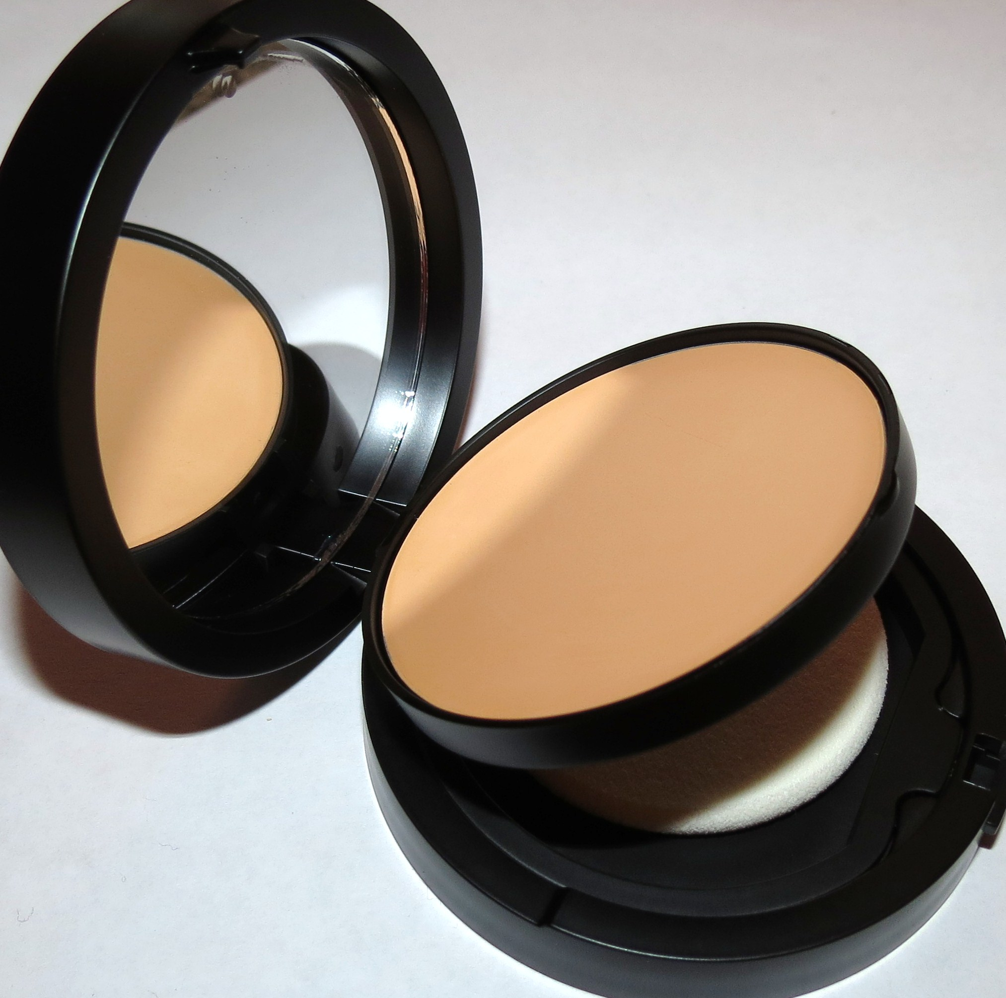 Youngblood HONEY Mineral Radiance Crème Powder Foundation Swatches & Review - Blushing Noir