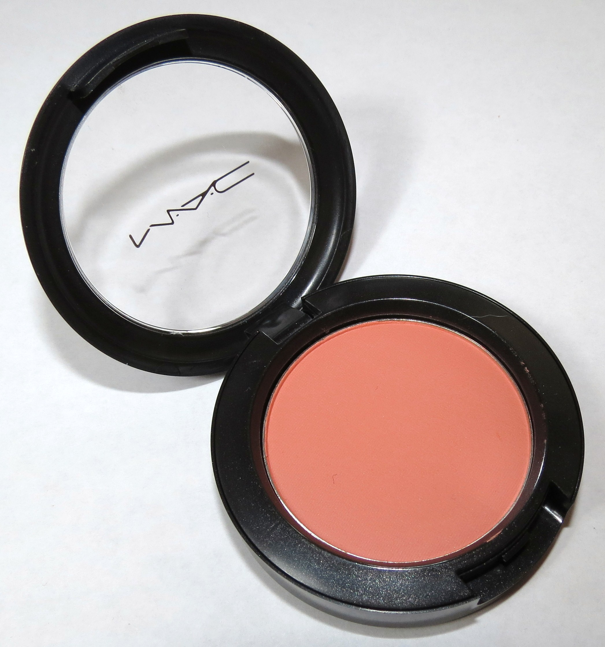 Populaire MAC Peaches Powder Blush Swatches & Review - Blushing Noir UX86