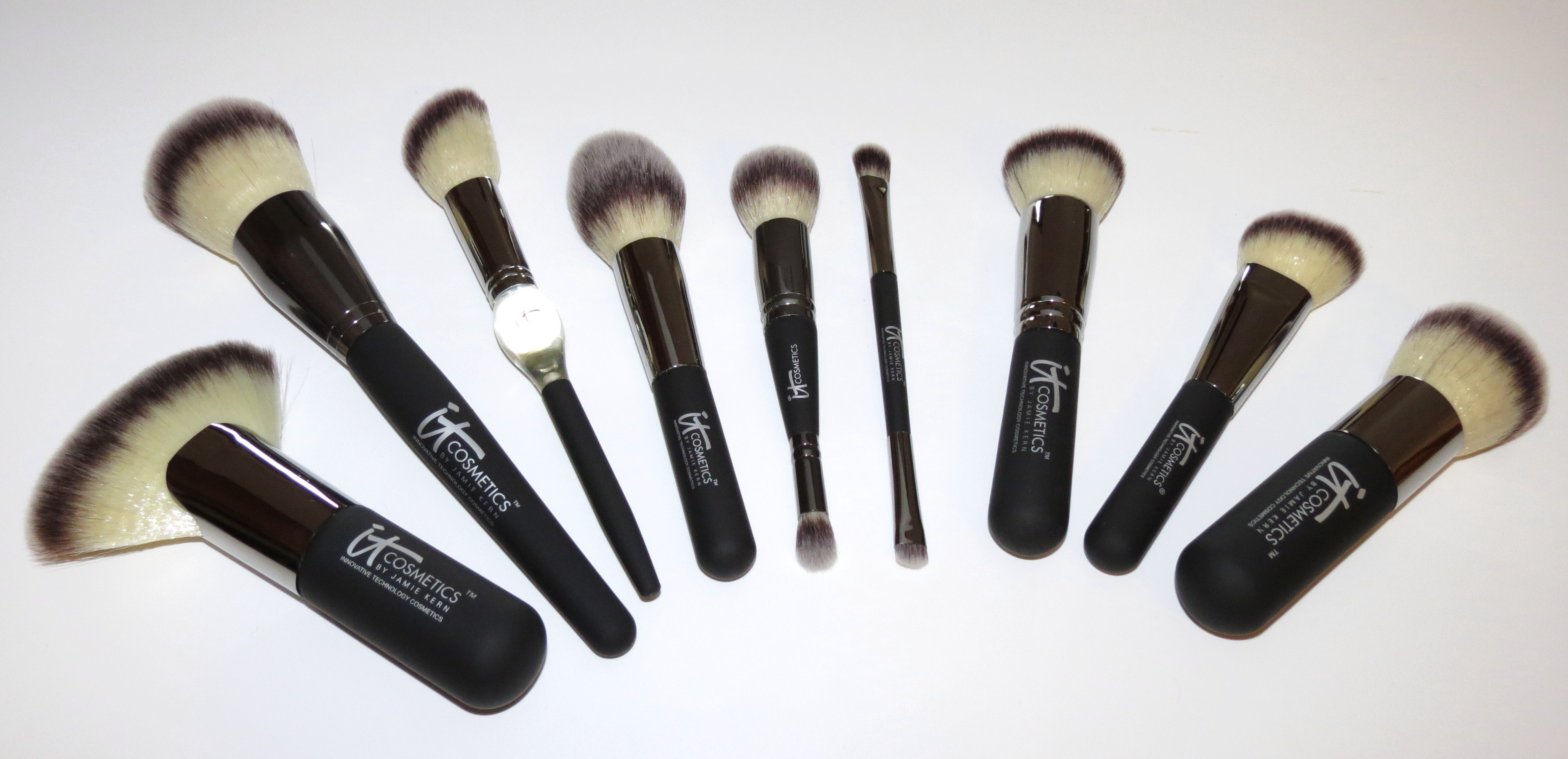 Heavenly Luxe Wand Ball Powder Brush #8 by IT Cosmetics #15