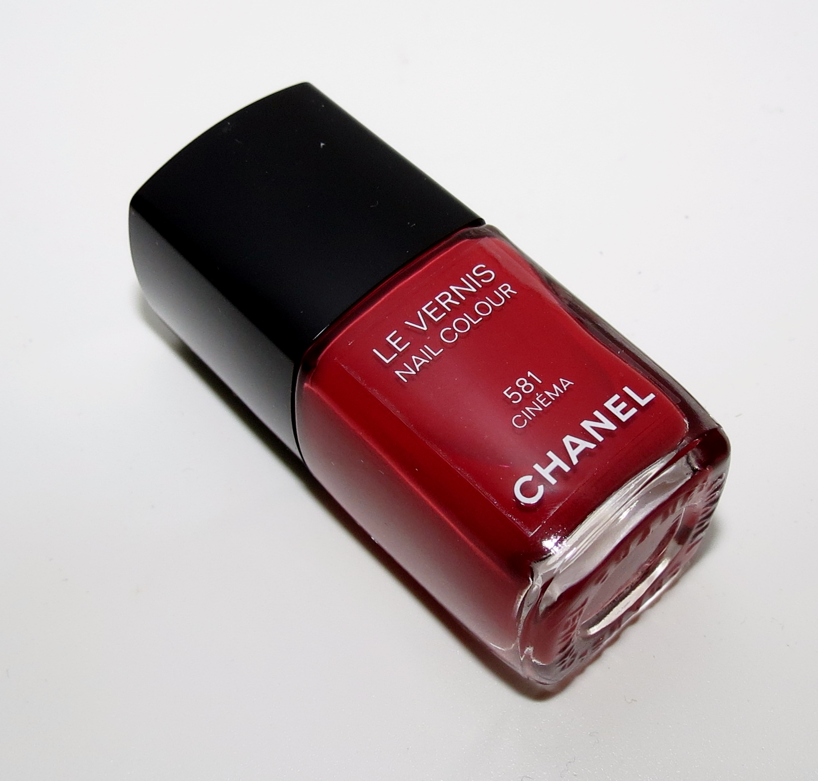 Vernis Nail: Chanel CINEMA 581 Le Vernis Nail Colour Swatches & Review