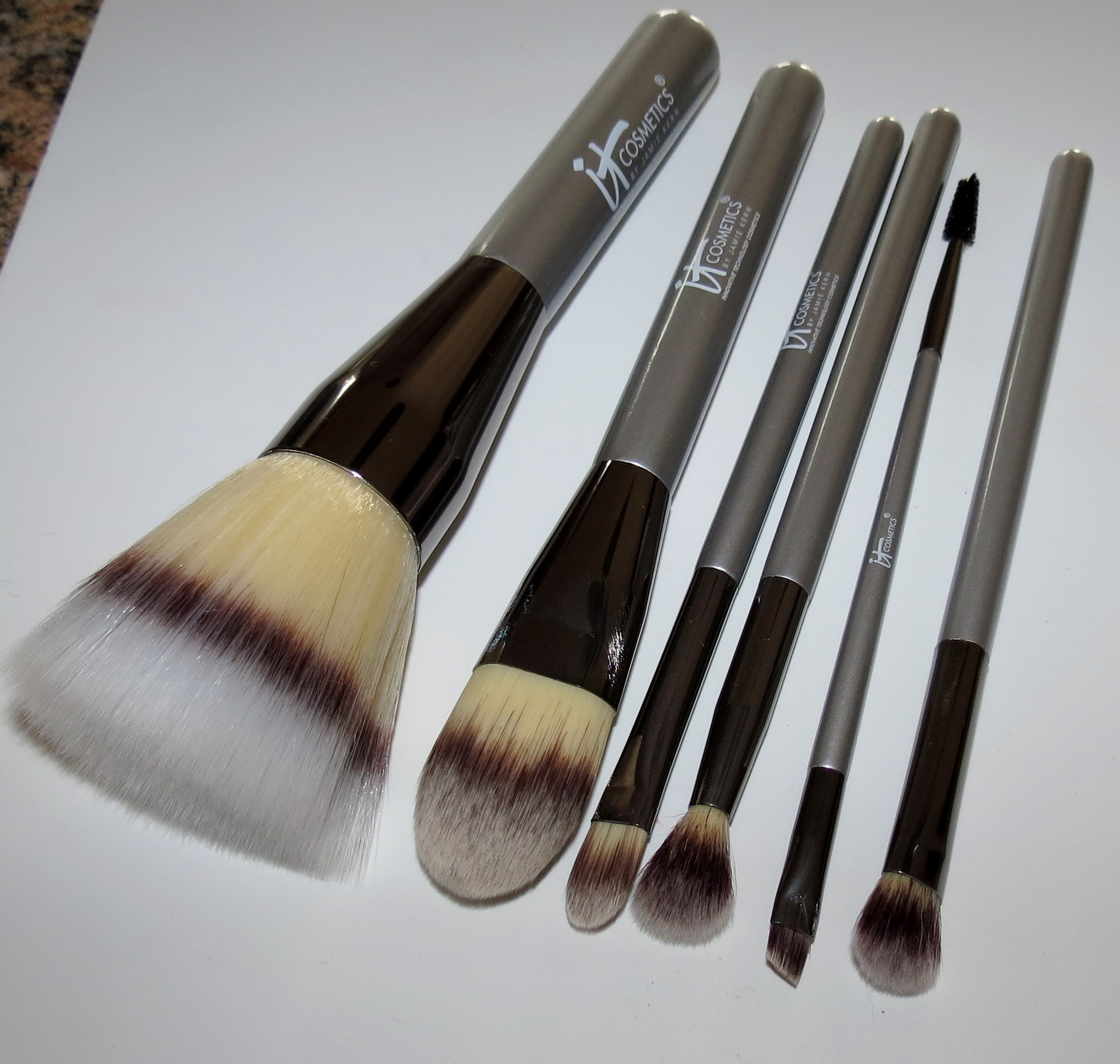 Heavenly Luxe Dual Airbrush Concealer and Foundation Brush by IT Cosmetics #6