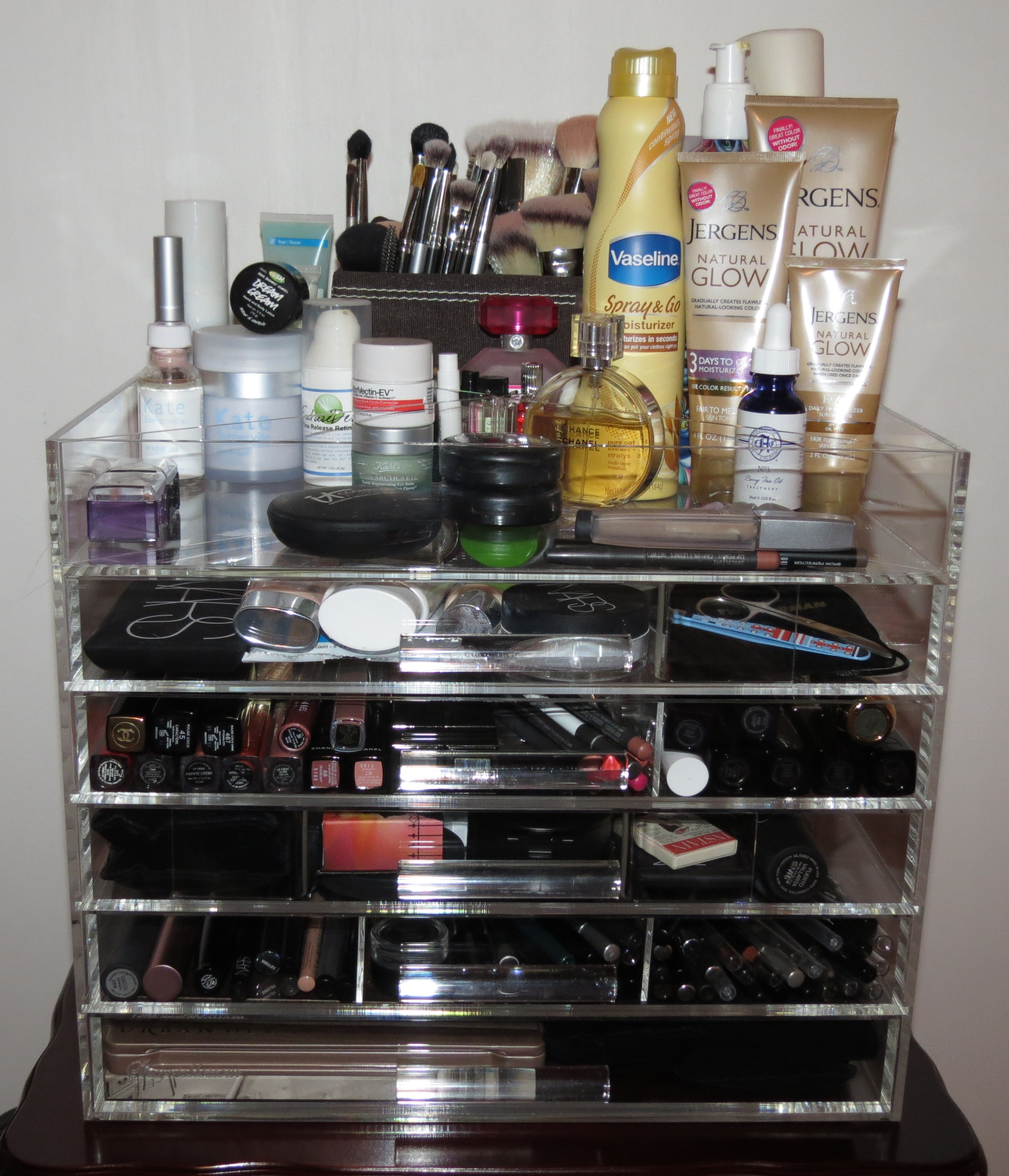 Makeup organizer for vanity drawer