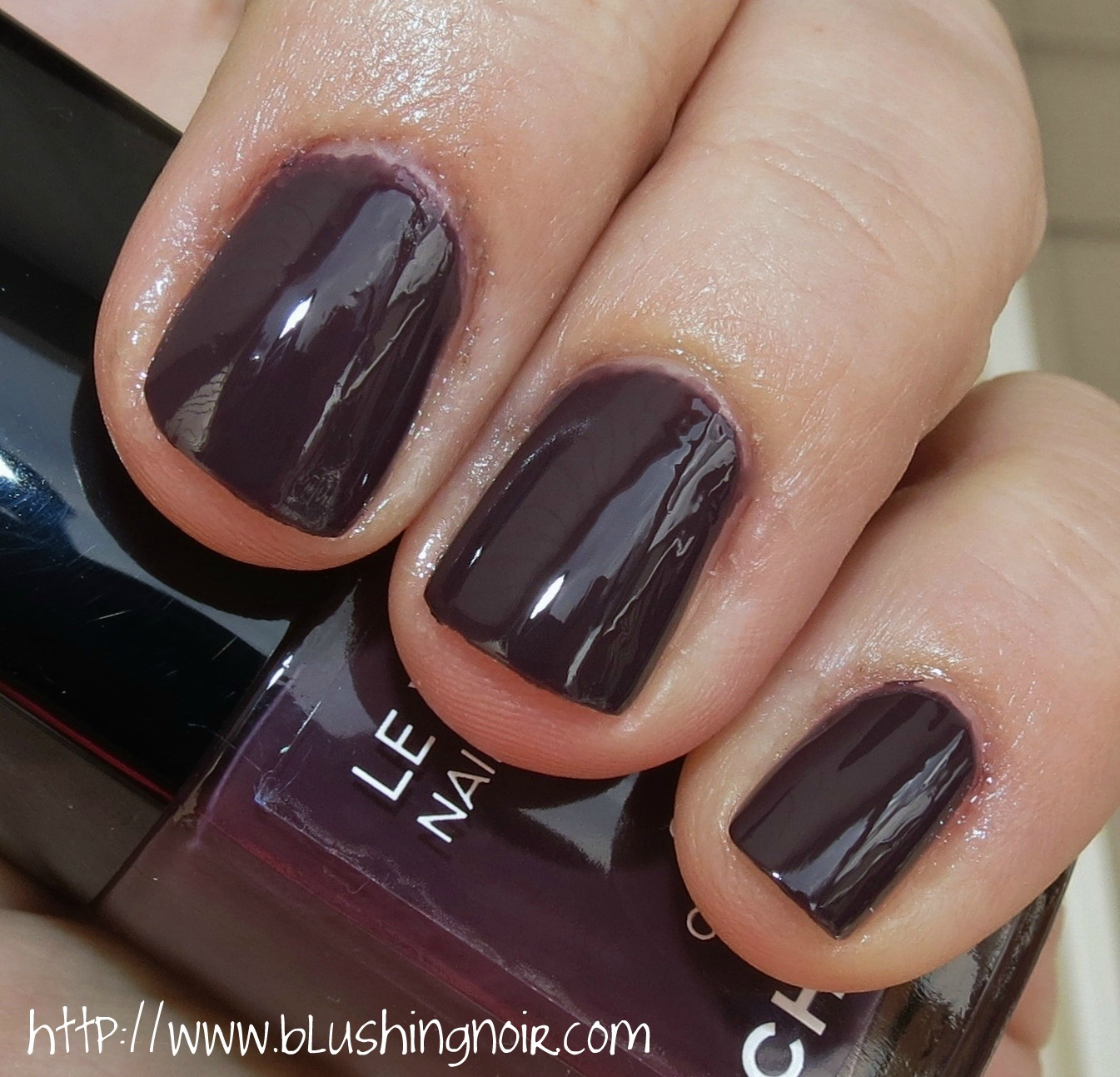 Chanel 603 CHARIVARI Le Vernis Nail Colour Swatches & Review - Notes ...