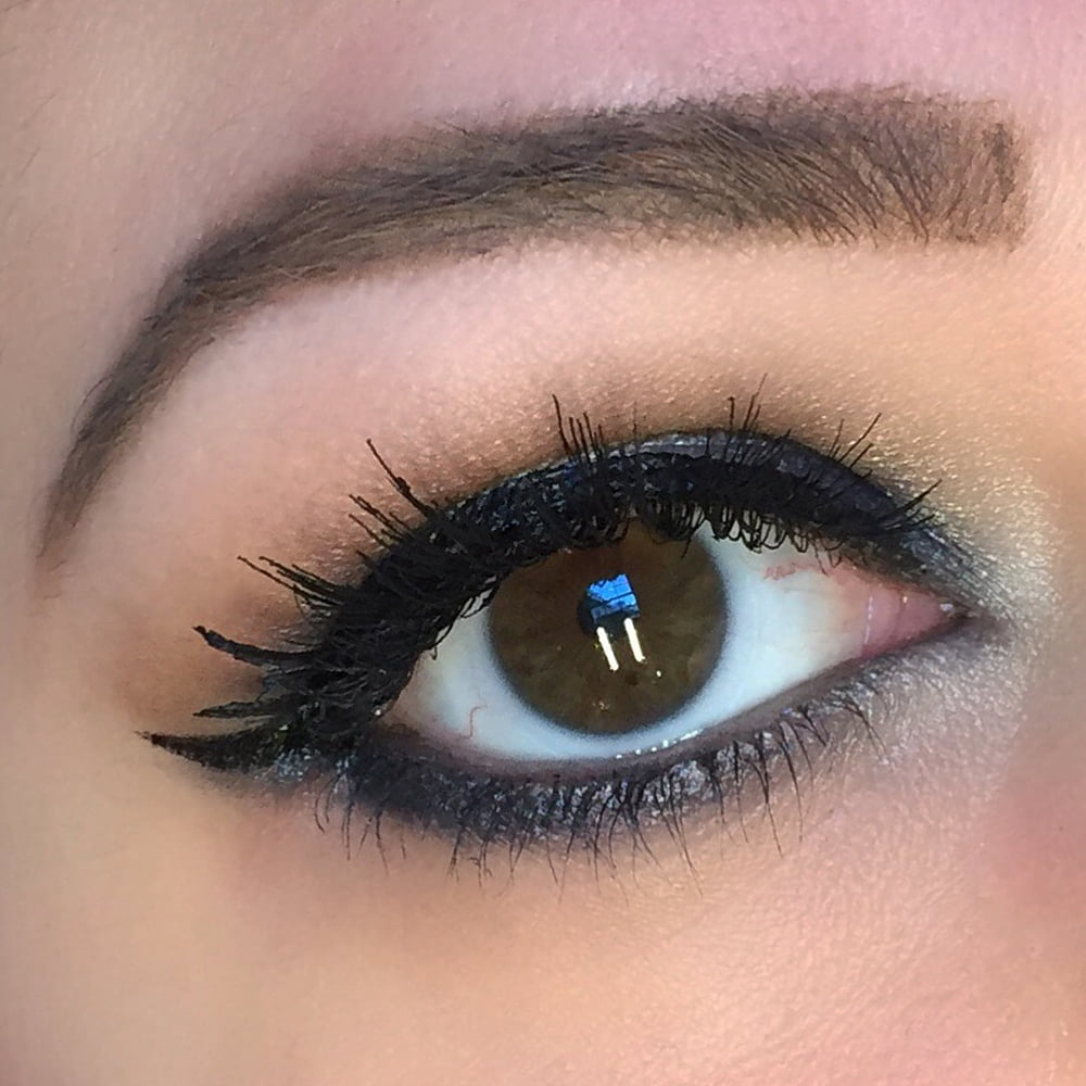 10 Eye Catching And Luxurious Black And White Bathroom Ideas: Glam Navy Halo Holiday Makeup Eye Look