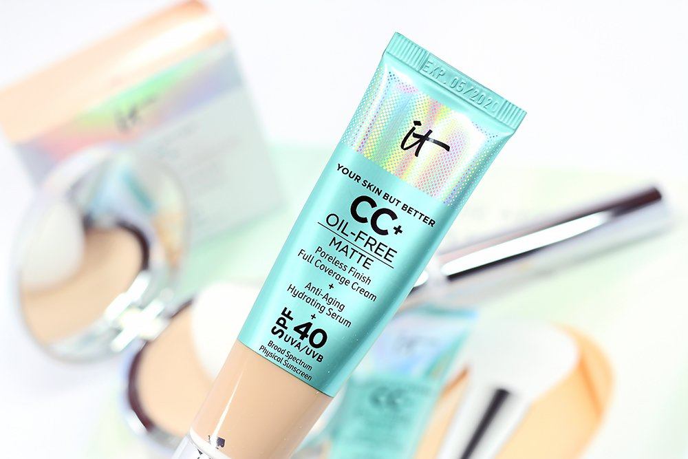 Does IT Cosmetics CC+ Oil Free Matte Foundation Work on Oily, Acne-Prone Skin?